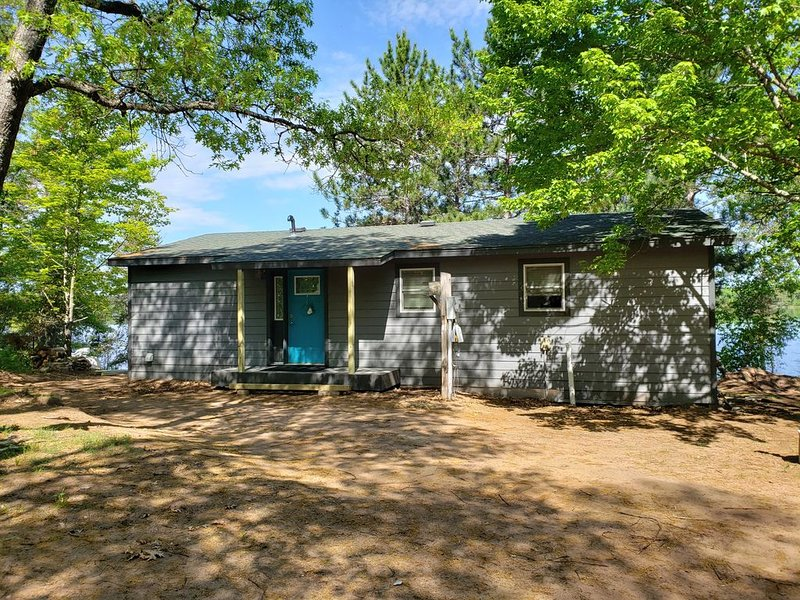 Newly Remodeled Lake front cabin on the Minong Flowage, holiday rental in Minong