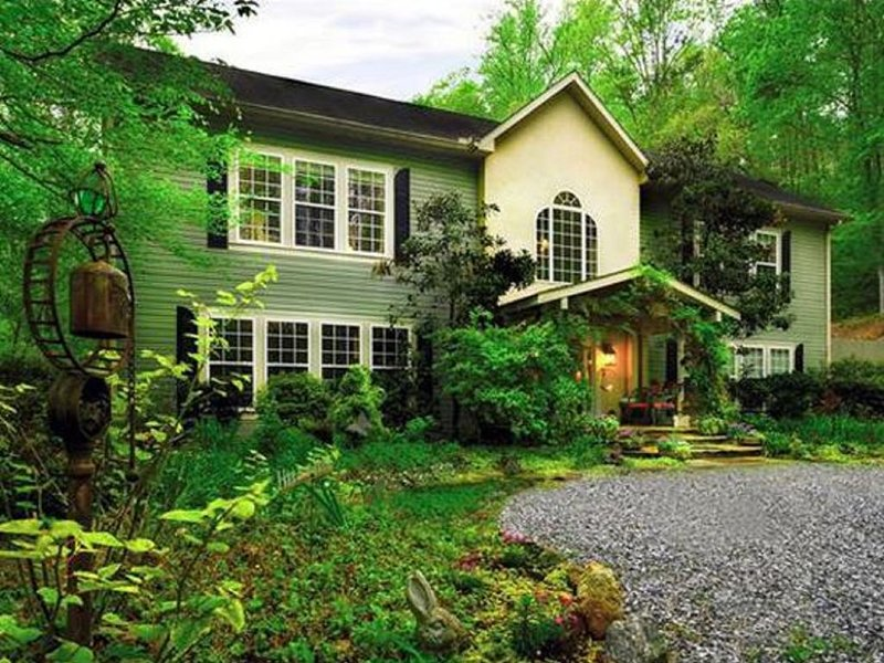 Butterfly Creek Inn Tryon is beautifully nestled in NC Blue Ridge Mountains, alquiler de vacaciones en Columbus