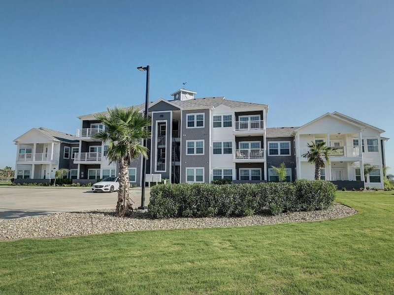 Pathway to the Sea NEW condo. On Whitecap Beach, holiday rental in Corpus Christi