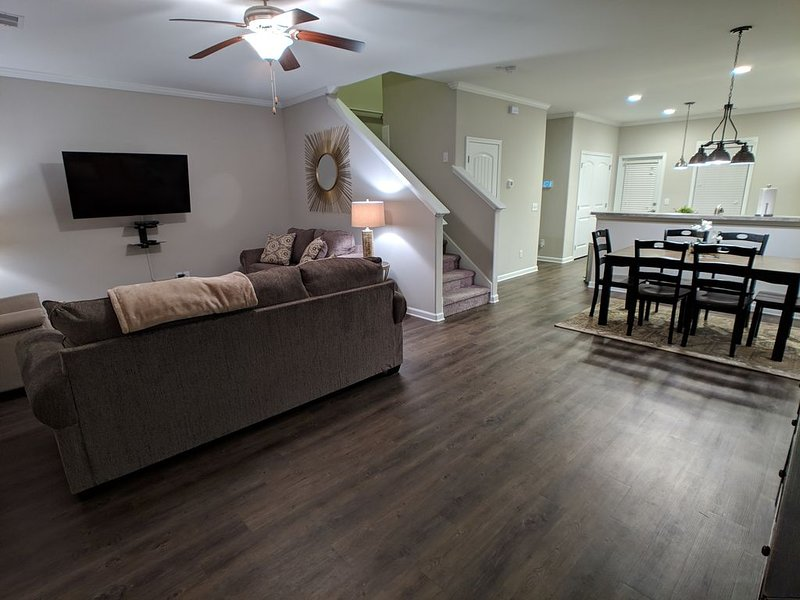 Brand New Luxury Town home near Airport, Savannah, Ga. , Shopping, & Great food!, holiday rental in Georgetown