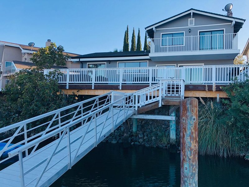 Newly Remodeled Water Front Home w/Private Dock Just Minutes from Fast Water., vacation rental in Discovery Bay