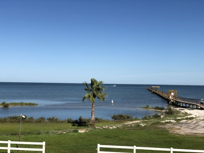Winter blues got you down?  Come to Rockport to relax and refresh by the bay!, holiday rental in Rockport