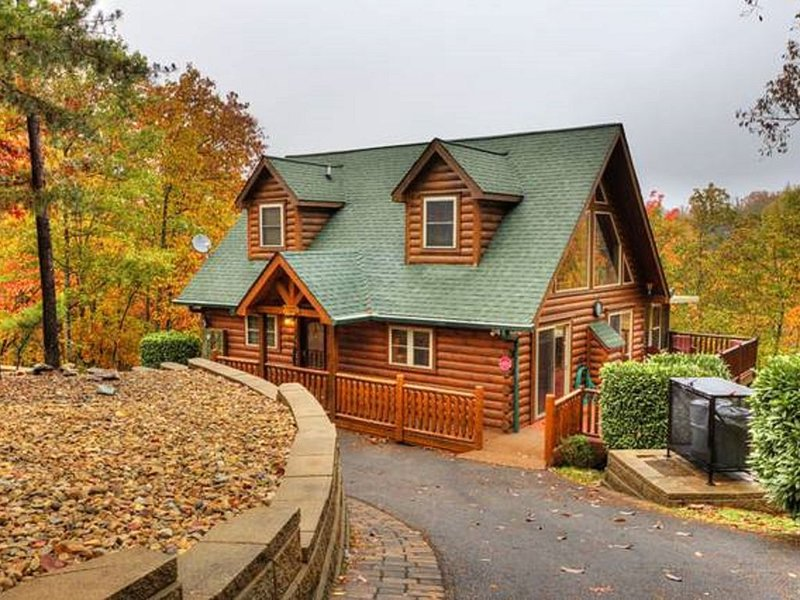Secluded Family Friendly Cabin w/Mountain View--Perfect for Social Distancing!, holiday rental in Wears Valley