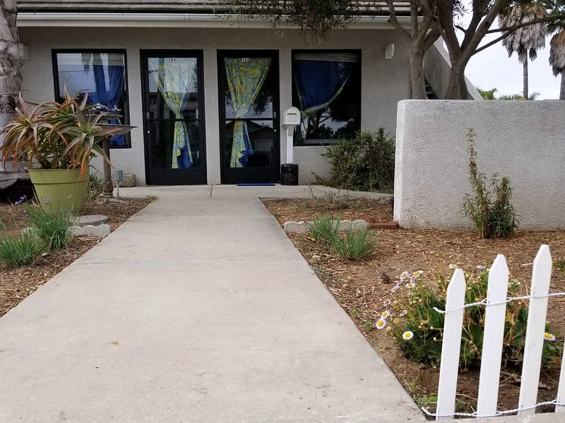 Studio & Bath by Sea - First Floor - Works for Pets & Disabled Guests, location de vacances à Grover Beach