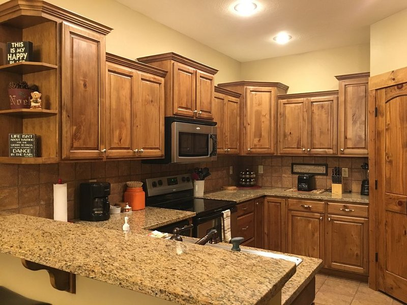 Beautiful, clean 3 bedroom 2 bath condo close to town!, holiday rental in Driggs