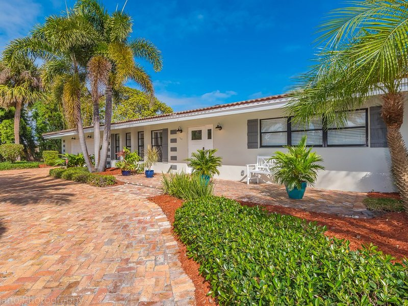 Pompano Beach Retreat:  Spacious and Sprawling Rambler, holiday rental in Pompano Beach