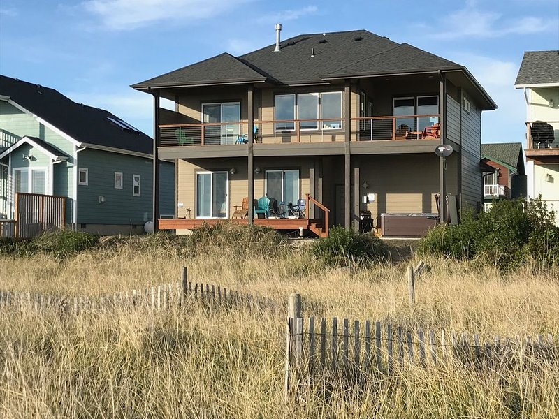 Beachfront House - Hot tub - Best Views, location de vacances à Ocean Shores