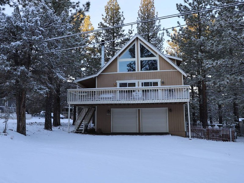 Tranquility in East Big Bear Valley - just minutes from where you wanna go! – semesterbostad i Sugarloaf