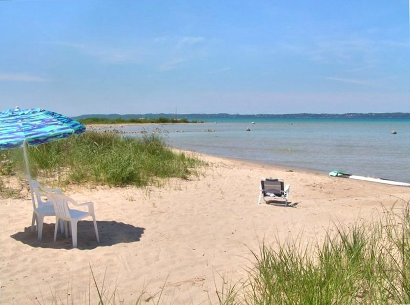 Beautiful Beach House on East Grand Traverse Bay!, holiday rental in Kewadin