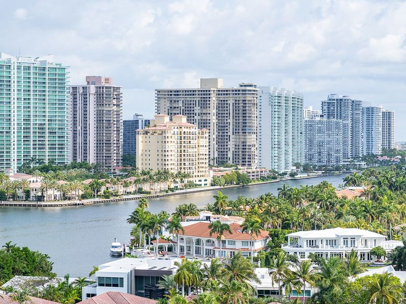 Ocean Reserve 14th fl Incredible View!! 2/2, vacation rental in Sunny Isles Beach