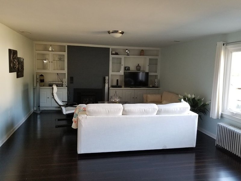 Updated Cottage near community beach, vacation rental in Edgewater