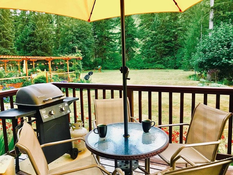 In the Tillamook Forest, Porcupine Cottage on the Trask River, holiday rental in Tillamook