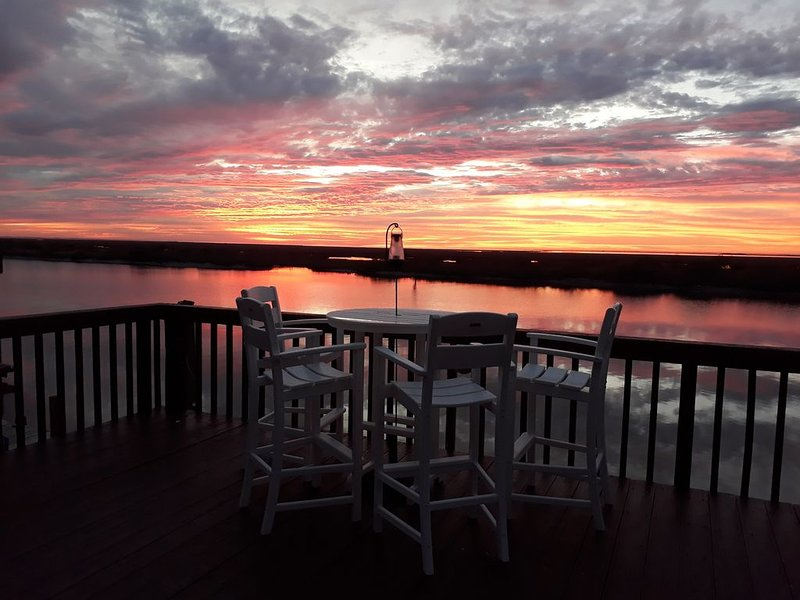 Discounted weekdays!!!! /  Wake up on the water!!! Matagorda, Texas, location de vacances à Palacios