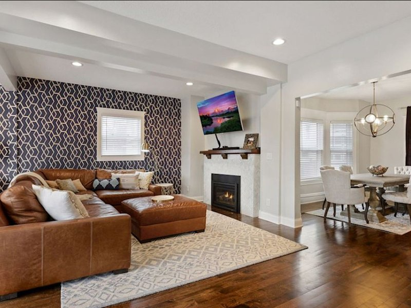 Comfy, modern luxury <7min to all stadiums, Downtown Mpls & St. Paul!, holiday rental in Edina