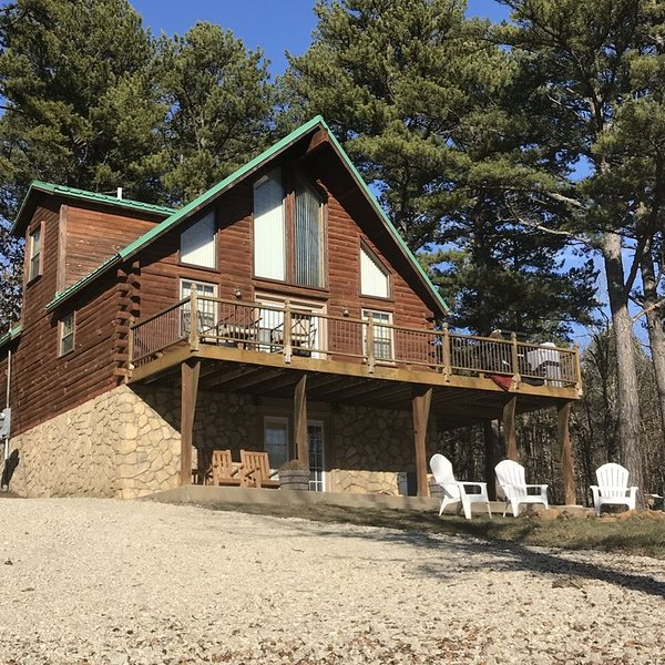 Seeking R&R or Adventure, 3Hills Cabin has it all!, vacation rental in Steelville
