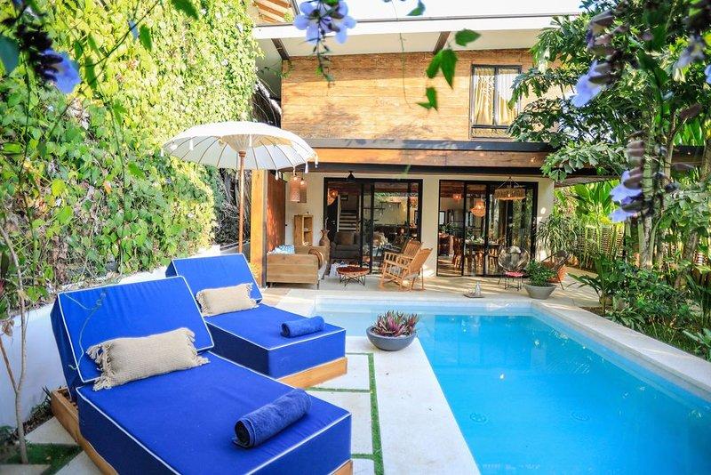 SPECIAL RATE MAY/JUNE New Amor Villa Private Pool, vacation rental in Santa Teresa