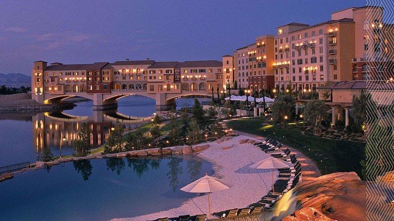 Lake Las Vegas Village BEST DEAL!!!, location de vacances à Henderson