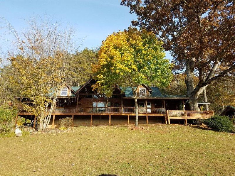 4 Bedroom 2 Bath rustic cabin, holiday rental in Franklin