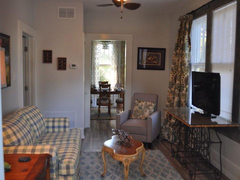 Cozy Romantic Retreat or Getaway, holiday rental in Tallevast
