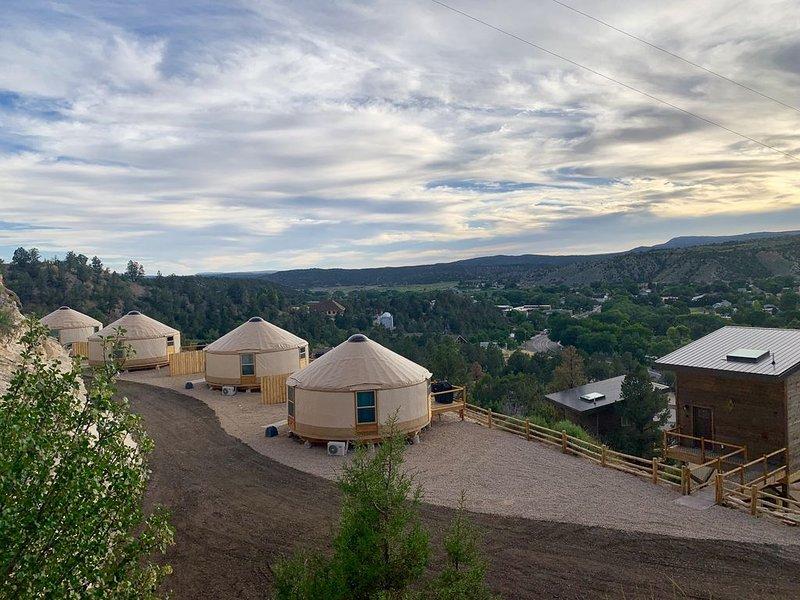 Yurt Overlook #4 at East Zion Resort (2 King beds), vacation rental in Mount Carmel