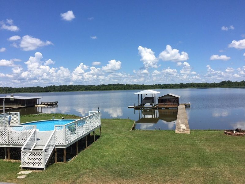Come get away from it all and enjoy life on the water!, casa vacanza a Arlington