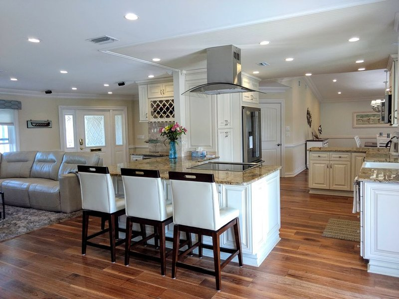 gourmet kitchen - two ovens - Chefs Delight!