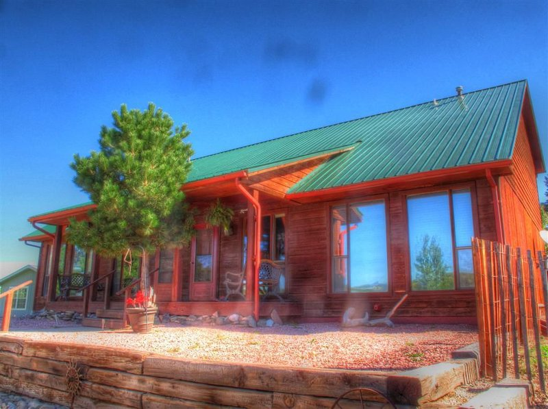 Beautiful Cabin style home in the heart of La Veta, holiday rental in La Veta