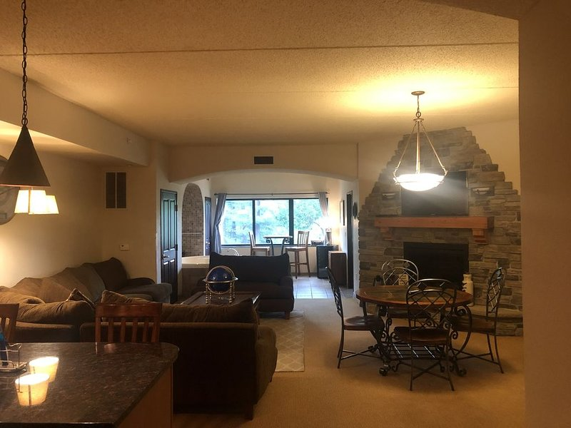 2 Bedroom, 2 Bathroom Chula Vista Private Condo with Waterpark Passes, holiday rental in Packwaukee