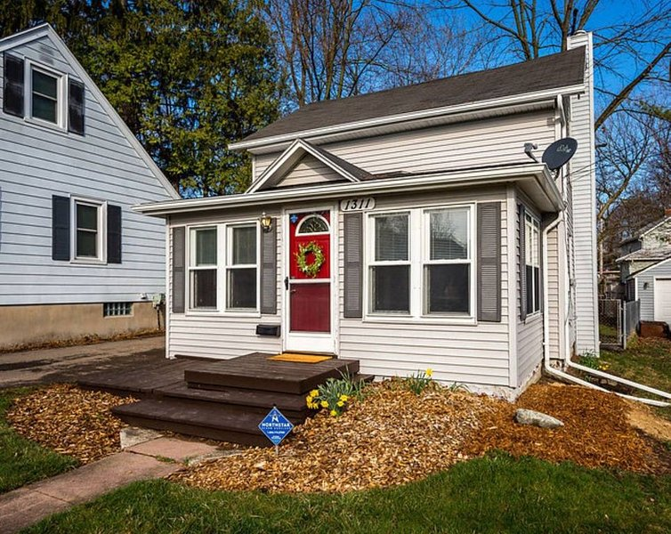Lansing home: Between MSU and Old Town, holiday rental in Haslett