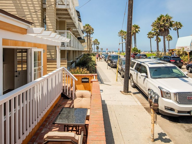 Hermosa Beach Classic 3 Bedroom 2 Bath Bungalow 1/2 block to beach 5 Star, holiday rental in Palos Verdes Estates