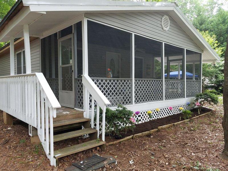 Reasonably Priced Family- Friendly Home, Sleeps 7, holiday rental in Ocean Pines