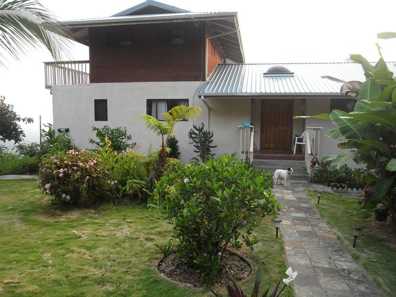 Pacific Views, great price, friendly, no cleaning fees !, holiday rental in Honaunau