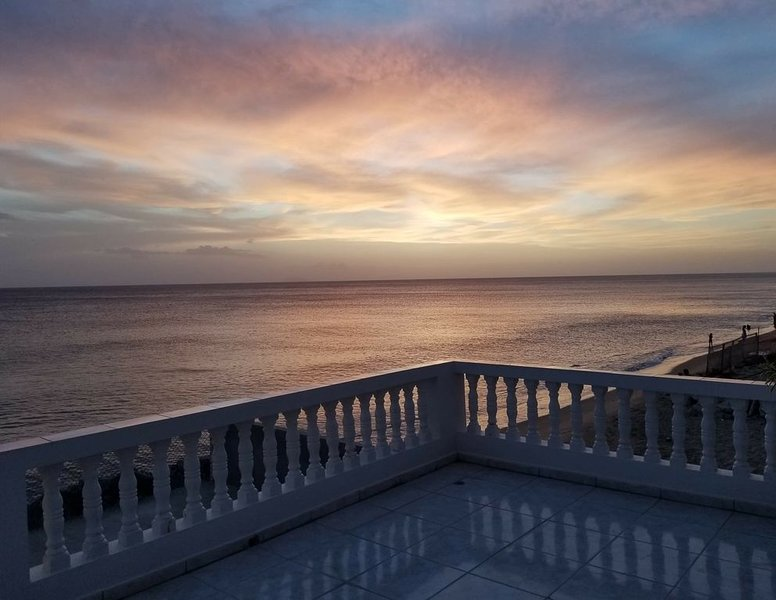 Ocean Beach Front Property in Stella Rincon Puerto Rico, aluguéis de temporada em Aguada