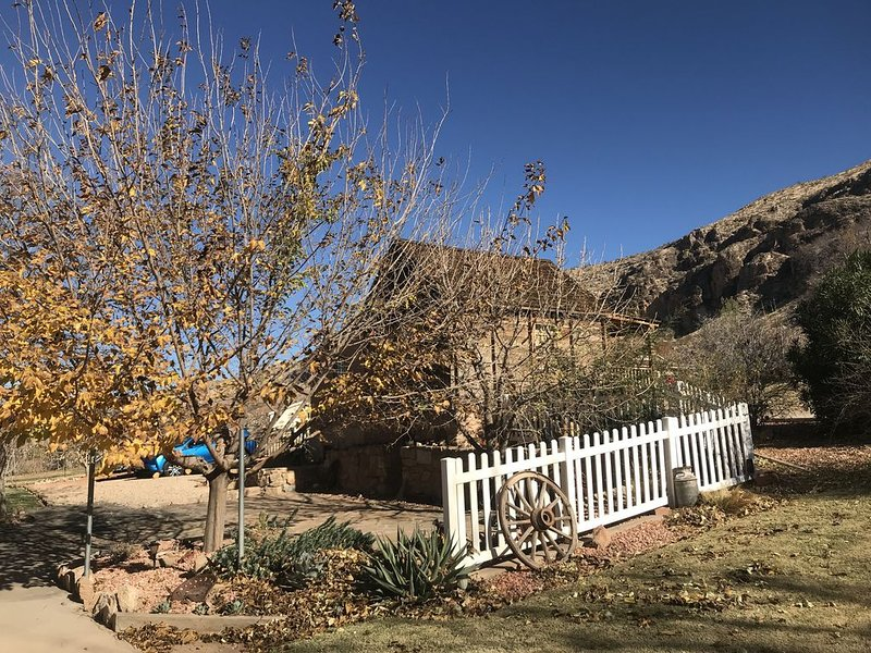 Historical rental 20 miles from the entrance of Zion National Park., holiday rental in Toquerville