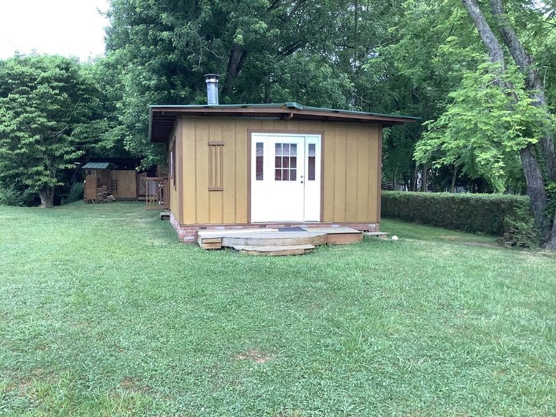Cottage w/outdoor kitchen in Andrews NC, Mtn views, $88/wk EXTENDED STAY WELCOME, holiday rental in Andrews