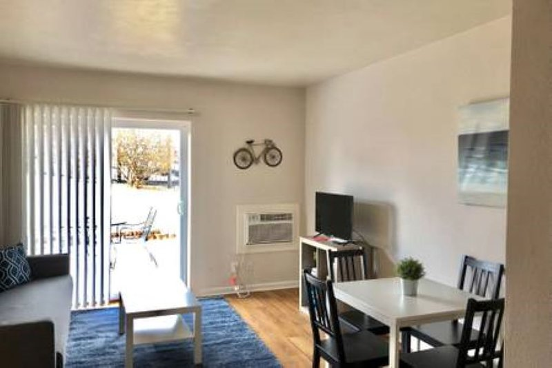 106 Hampton · Cozy Apartment in St. Louis - Close to the Hill!, holiday rental in Maplewood
