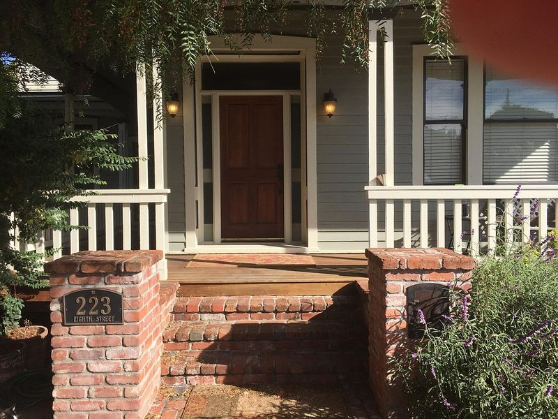Walking Historic West Petaluma-2bd/2ba, vacation rental in Novato