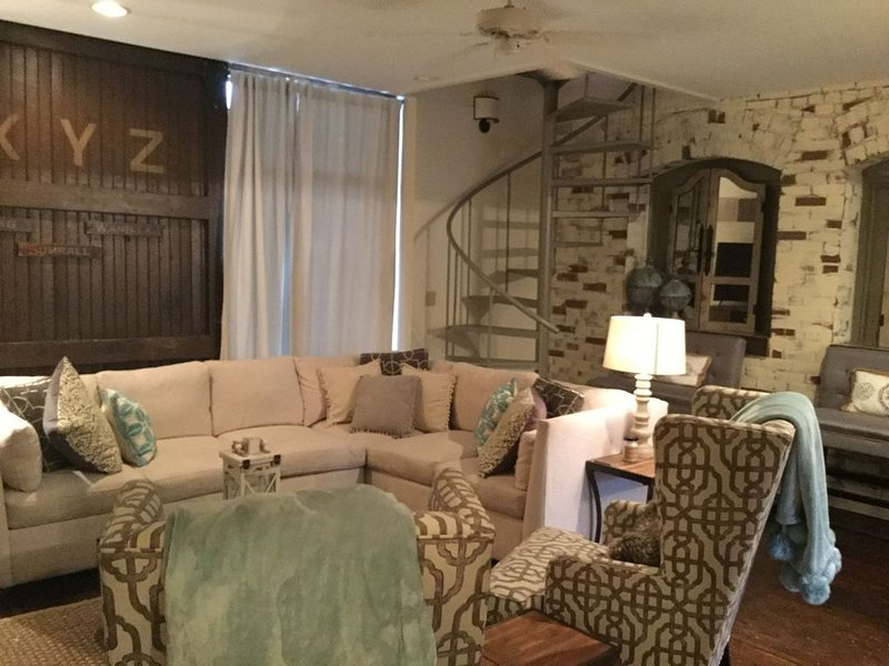 Charming 2 bedroom condo in the heart of beautiful Natchez, MS., holiday rental in Natchez