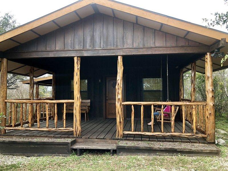 Sunset Ranch Cabin near Medina Lake, alquiler vacacional en Lakehills
