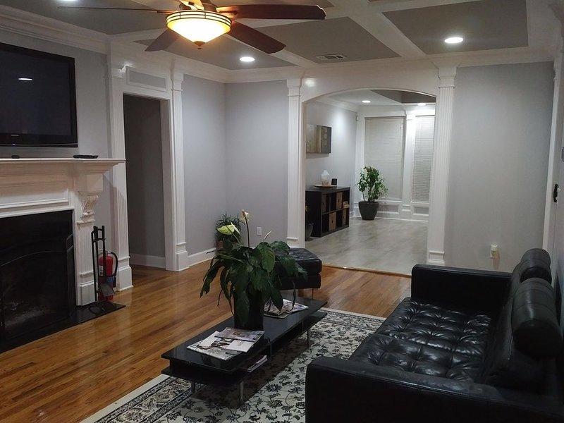 Airy 6 bedroom estate for the Perfect Getaway near downtown Atlanta, holiday rental in Atlanta