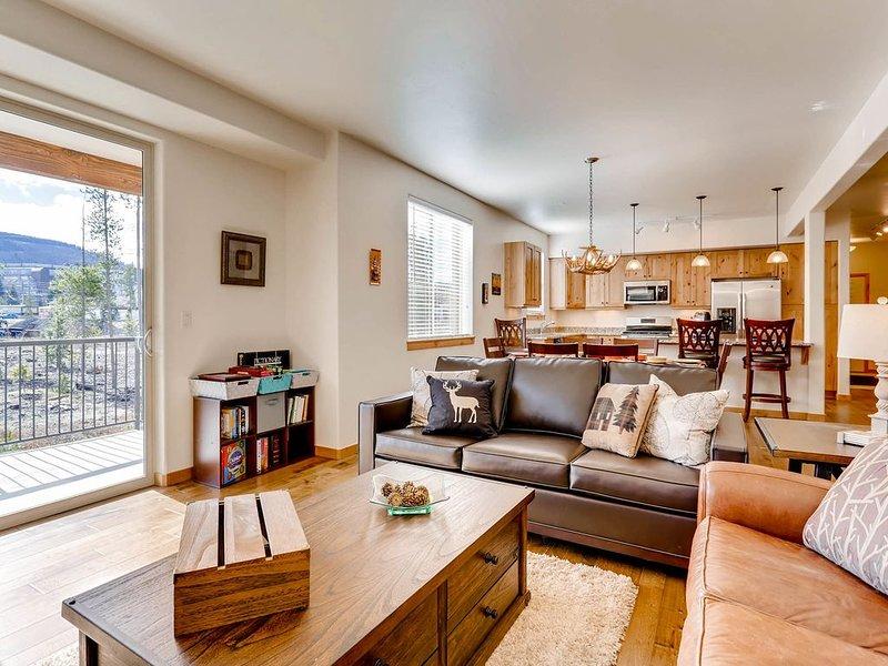 SLEIGH BELZ: Book this super clean, roomy condo for ski season NOW!, aluguéis de temporada em Winter Park