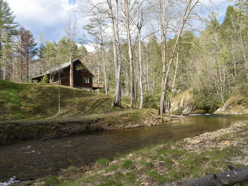 Private  Mountain Cabin on trout stream with river views from all rooms, holiday rental in Lenoir