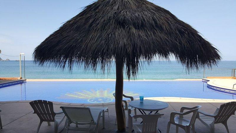 Condo on the Beach in Barra Navida Mexico on the Town of Barra Navida., alquiler de vacaciones en Barra de Navidad