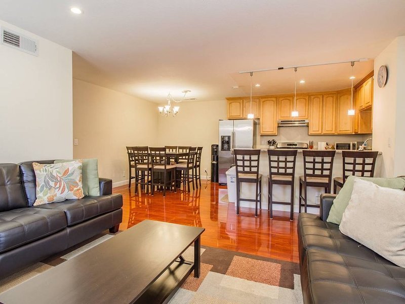 COZY SERENE 4BED HOME | HIDDEN MODERN OASIS, vacation rental in Milpitas