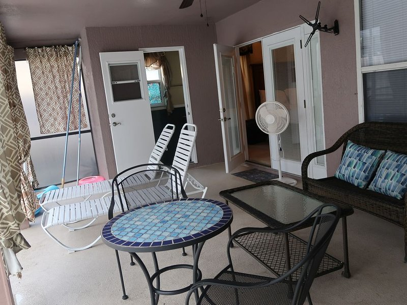 Enormous Tropical Cabana with Pool in Central Orlando, holiday rental in Chuluota