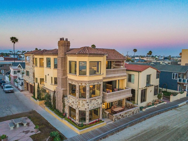 Beach Front Executive Home, vacation rental in Long Beach