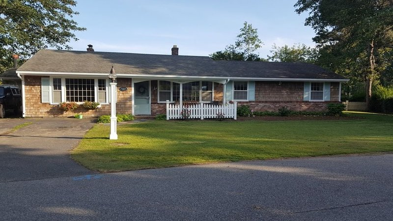 Charming 3bd/2.5ba ranch in Chatham MA, holiday rental in North Chatham