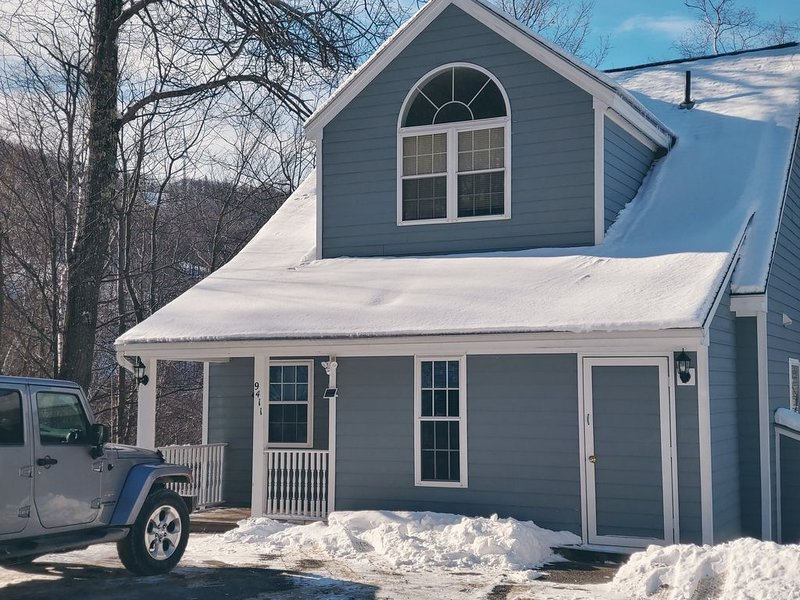 Attn MA residents - Private Ski in/Ski out 4 BR Home on Jiminy Peak, location de vacances à Savoy