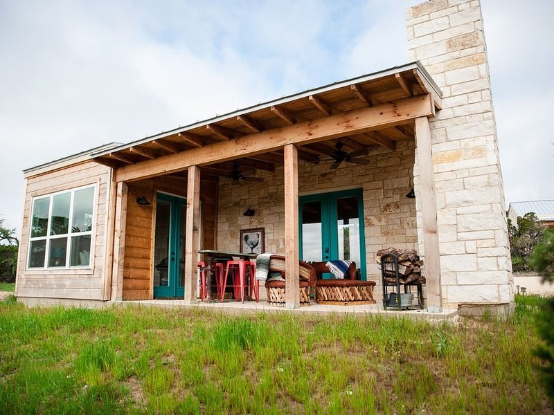 The Polly Ann, aPremium One Bedroom at Hill Country Casitas, alquiler vacacional en Cypress Mill
