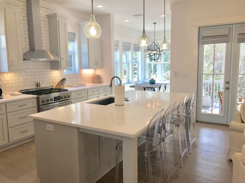 BRAND NEW.  Beautiful 4 Bed 4.5 Bath. Quiet Corner Lot in the Heart of Seacrest, vacation rental in Inlet Beach